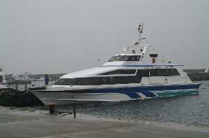 日間賀島へ行く船