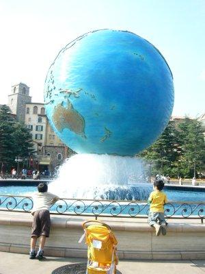 ディズニーシーの地球儀
