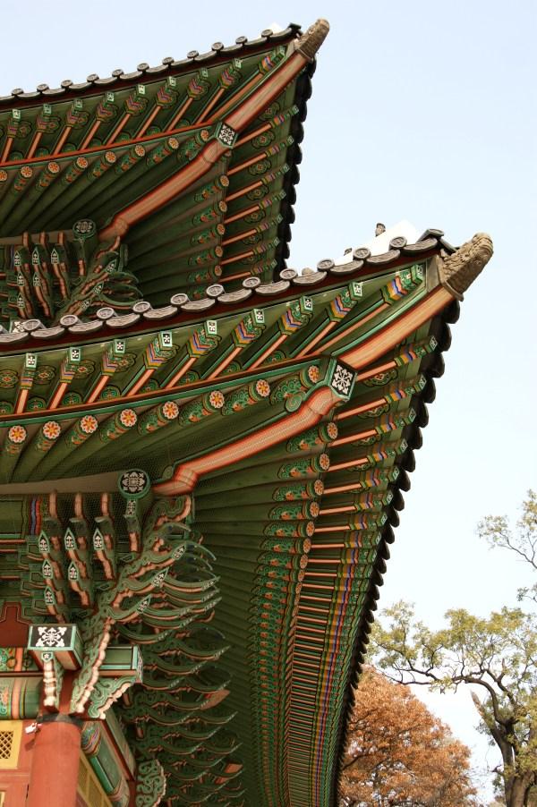 昌徳宮の仁政殿の屋根